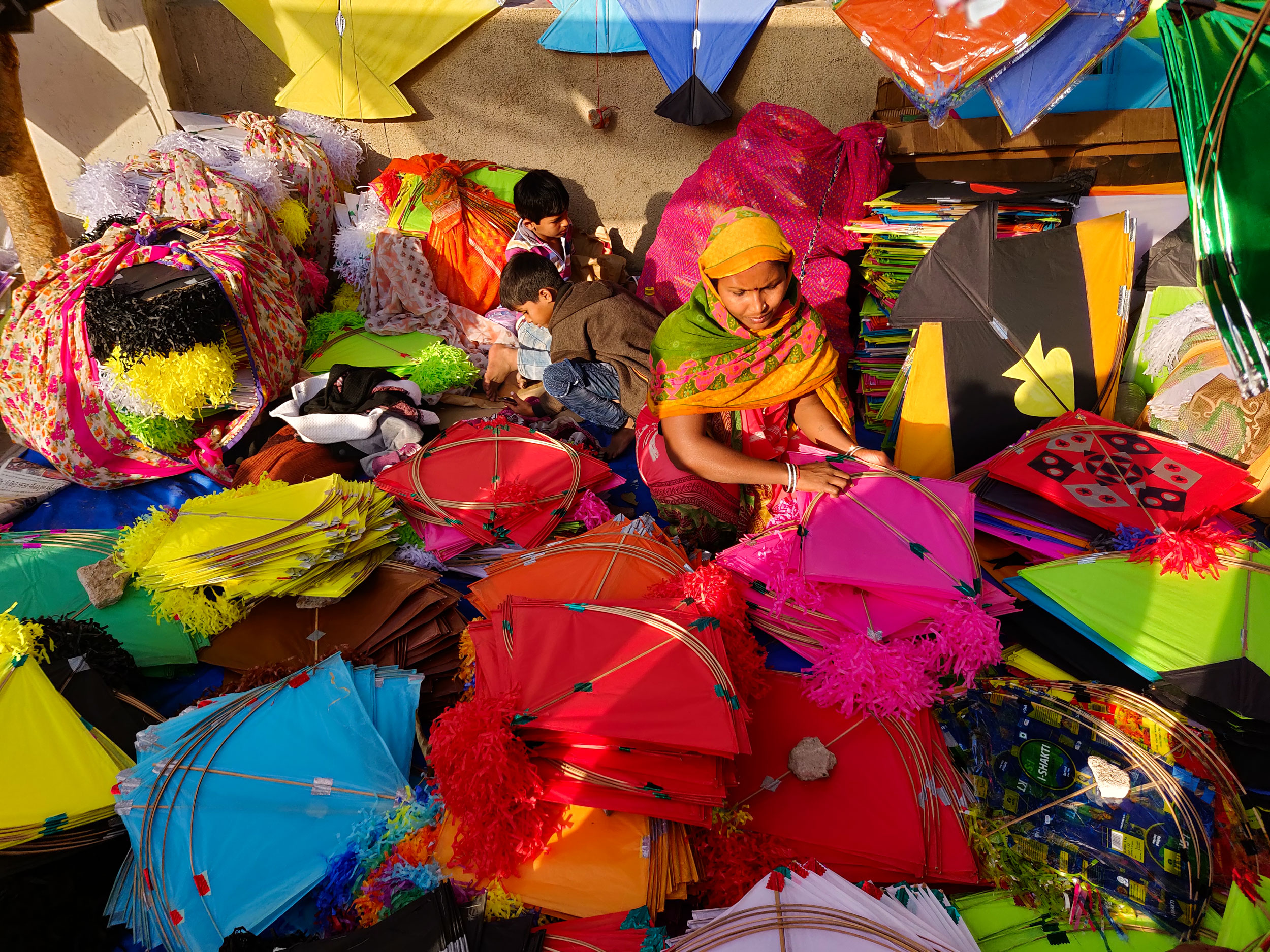 24 hours before Makar Sankranti – this is how the streets of Gujarat look like